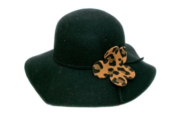 Шляпа с леопардовым цветком