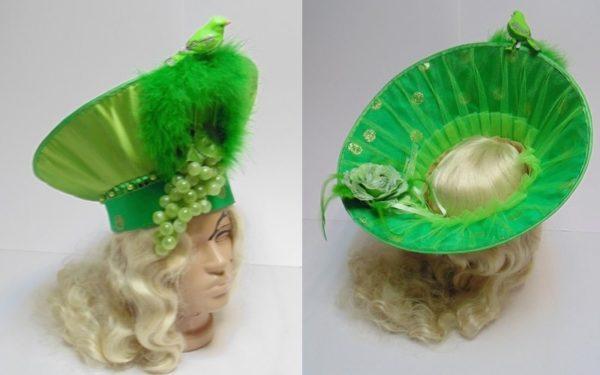 Шляпа зелёная с птичкой